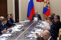 Путин поручил освободить самозанятых от налогов